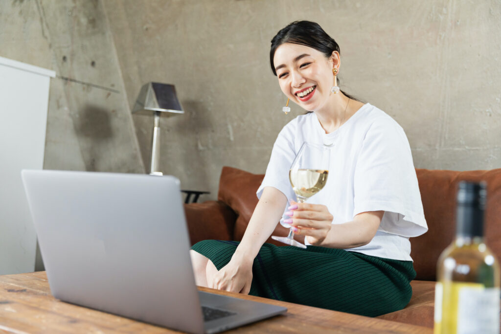 To make your virtual event a success, consider ending it with a happy hour or other social activity